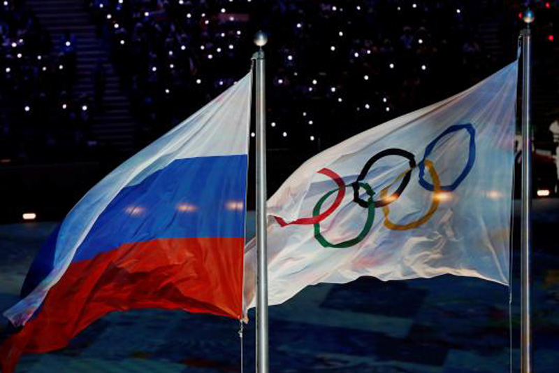 The Russian national flag flutters next to the Olympics flag during the closing ceremony for the 2014 Sochi Winter Olympics, February 23, 2014. Photo: Reuters