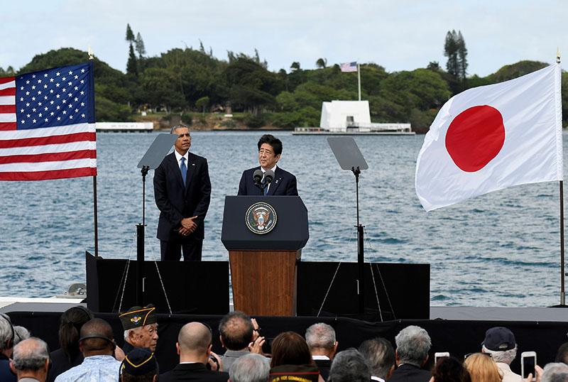 Japanese Prime Minister Shinzo Abe give remarks as US President Barack Obama listens at Kilo Pier overlooking the USS Arizona Memorial at Joint Base Pearl Harbor-Hickam in Honolulu, Hawaii, US, on December 27, 2016. Photo: Reuters