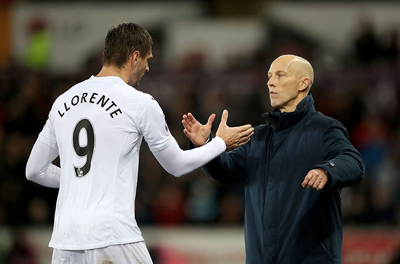 Swansea City's Fernando Llorente (left) with Swansea City manager Bob Bradley as he is substituted off during the English Premier League soccer match between Swansea City and Sunderland at the Liberty stadium in Swansea Wales, on Saturday, December 10, 2016. Photo: Nick Potts/PA via AP
