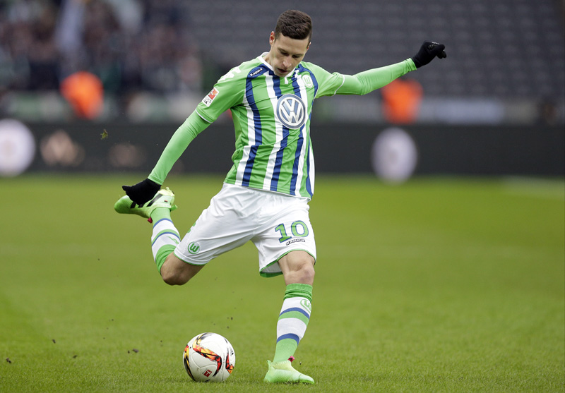 FILE - In this Feb. 20, 2016 file picture, Wolfsburg's Julian Draxler plays the ball during the German Bundesliga soccer match between Hertha BSC Berlin and VfL Wolfsburg in Berlin, Germany. Photo: AP