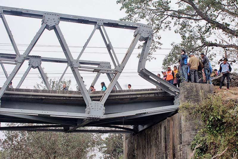 The collapsed bridge over the Baulaha River is seen in Devchuli of Nawalparasi on Sunday, December 11, 2016. Photo: Shreeram Sigdel