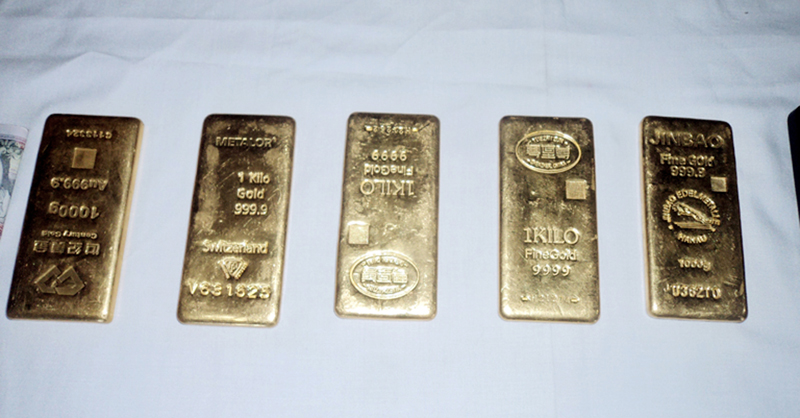 Police make public five kg illegal  gold seized from the Rasuwagadhi customs point, in Rasuwa, on Wednesday, December 21, 2016. Photo: RSS