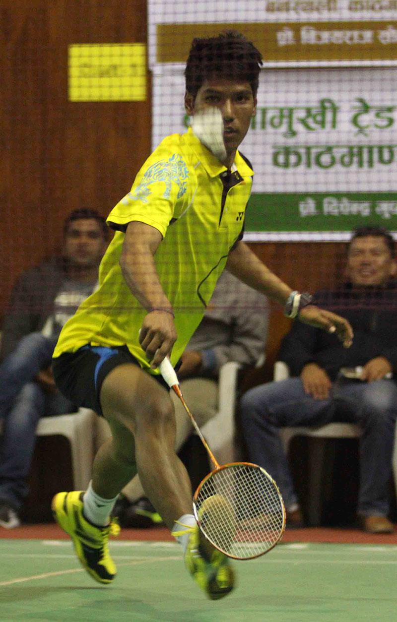 Ratnajit Tamang of TAC returns to Niranjan Devkota of APF during their menu2019s singles match of the 13th Krishnamohan Memorial Open Badminton Tournament in Kathmandu on Monday, January 30, 2017. Photo:Udipt Singh Chhetry/THT