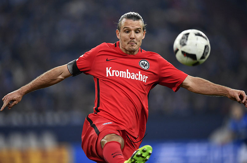 Frankfurt's Alexander Meier plays the ball during the German Bundesliga soccer match between FC Schalke 04 and Eintracht Frankfurt in Gelsenkirchen, on Friday, January 27, 2017. Photo: AP