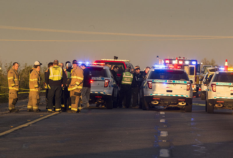 Emergency personnel gather at the scene where an Arizona Department of Public Safety trooper was shot, at the scene of a rollover accident on Interstate 10 near Tonopah, Arizona, on Thursday, January 12, 2017. Photo: AP