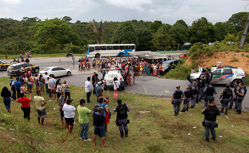 Relatives of prisoners gather near riot police at a checkpoint close to the prison where around 60 people were killed in a prison riot in the Amazon jungle city of Manaus, Brazil, on January 2, 2017. Photo: Reuters