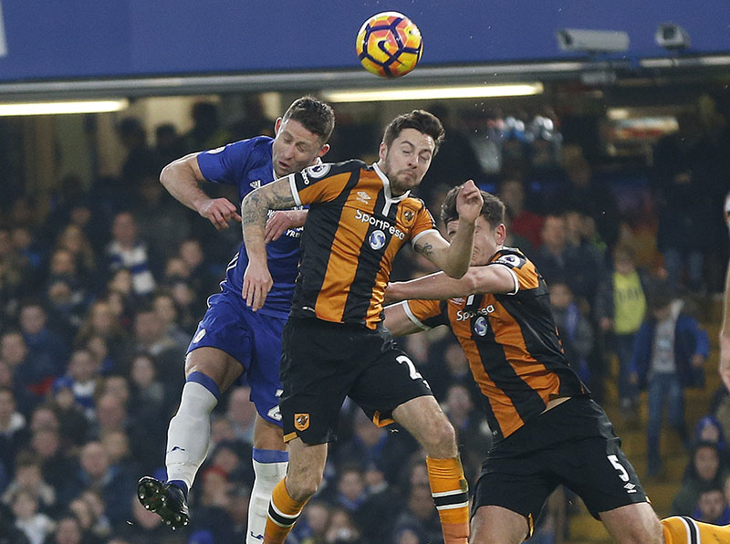 Chelsea's Gary Cahill (left) and Hull City's Ryan Mason and Hull City's Harry Maguire challenge for the ball during the English Premier League soccer match between Chelsea and Hull City at Stamford Bridge stadium in London, Sunday, Jan. 22, 2017. Photo: AP