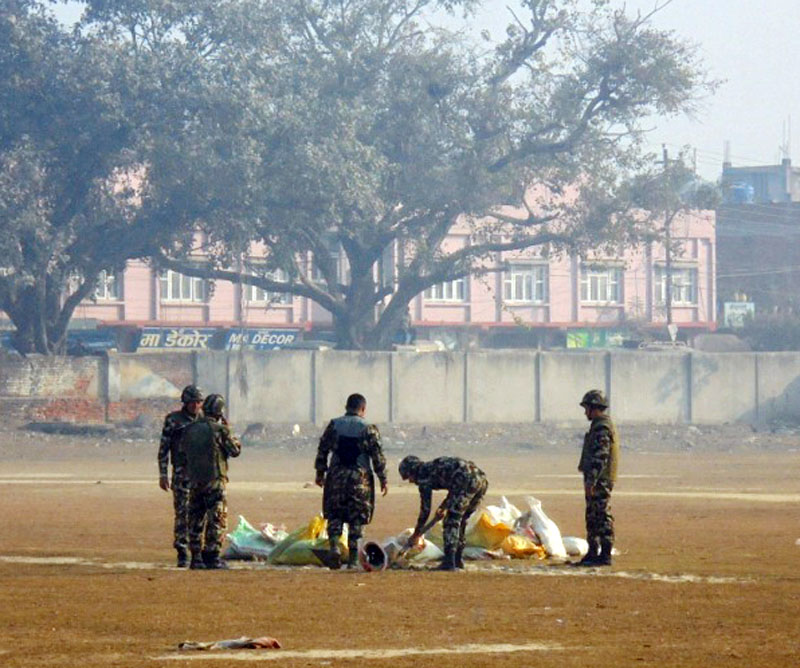 Nepal Army team defuses grenade found at the main entrance of the residential building of local businessperson Phusraj Dugad in Rajbiraj of Saptari district on Friday, January 20, 2017. Photo: Byas Shankar Upadhyaya