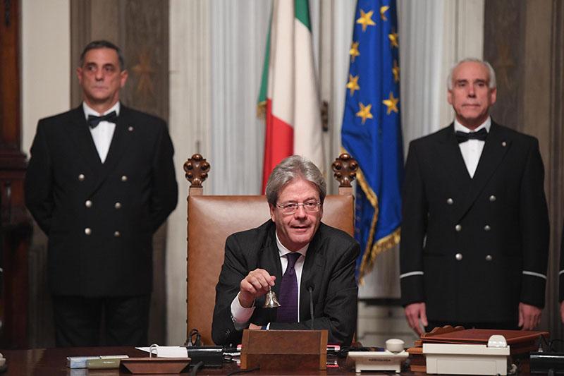 Italian Premier Paolo Gentiloni presides over a cabinet meeting at Chigi Palace Premier office, in Rome, on Monday, December 12, 2016. Photo: Claudio Peri/ANSA via AP