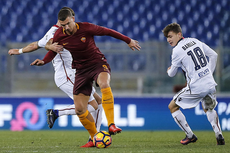 Cagliari's Roberto Colombo (left) vies for the ball with Roma's Edin Dzeko during a Serie A soccer match between Roma and Cagliari, at the Olympic stadium, in Rome, on Sunday, January 22, 2017. Photo: Anglo Carconi/ANSA via AP