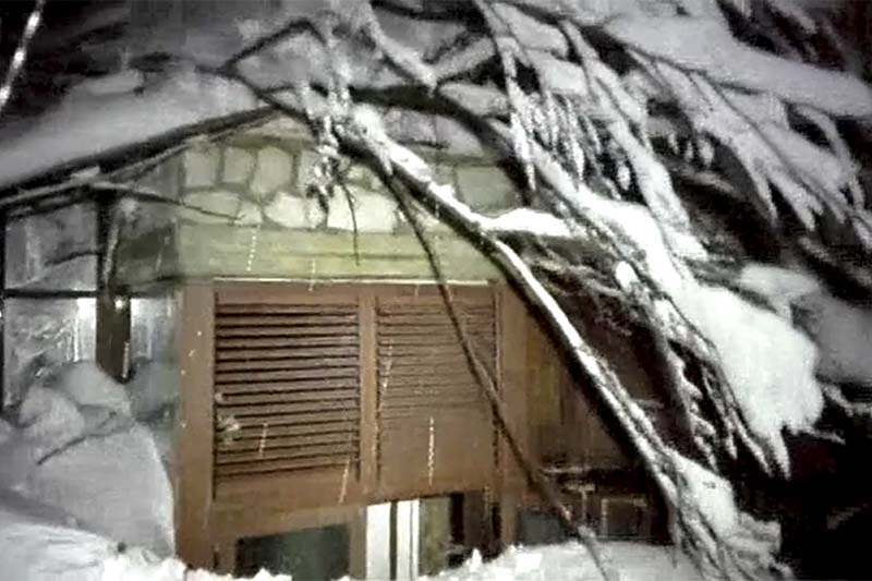This photo taken from a video released by rescuers shows a window of the hotel hit by an avalanche in Farindola, Italy, on Thursday, January 19, 2017. Photo: Italian Finance Police via AP