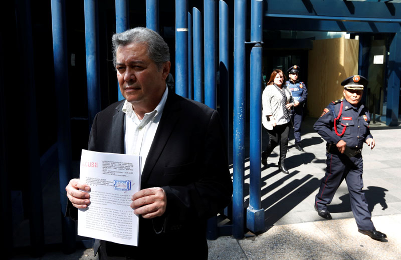 Jaime Martinez, head of the federally-run Commission for Dialogue with Indigenous People stands outside the Mexico's attorney general's office as he holds his complaint against Trump in Mexico City, Mexico on January 25, 2017. Photo: Reuters