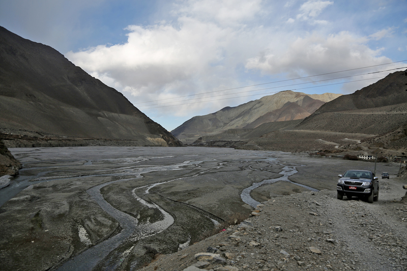 A vehicle is seen heading to Muktinath in Mustang district along the Kaligandaki riverbank in Kagbeni, on Thursday, January 19, 2017. Photo: RSS