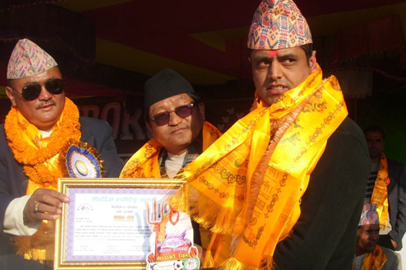 The Himalayan Times Panchthar district correspondent Laxmi Gautam honoured with this year's Late Prajapati Jalpadevi Nepal Memorial Sports Journalism Award in Phidim of Panchthar district, on Sunday, January 8, 2016. Photo: THT Online
