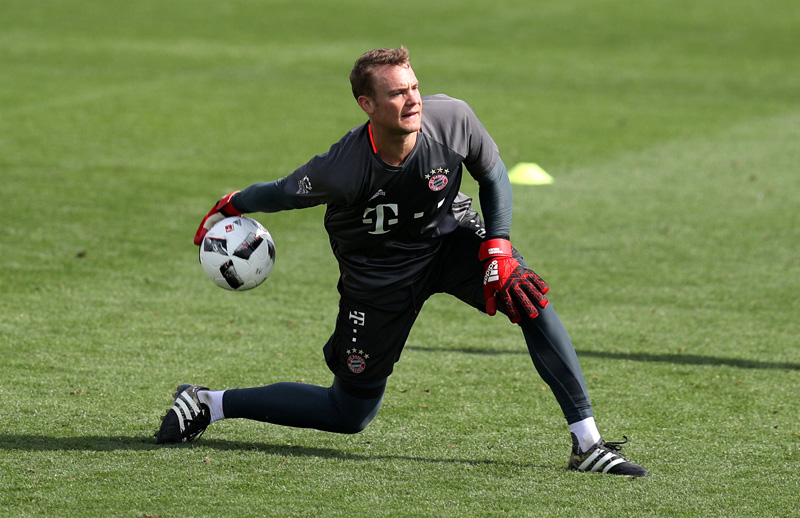 Goalkeeper Manuel Neuer participates in the trainning session. Photo: Reuters