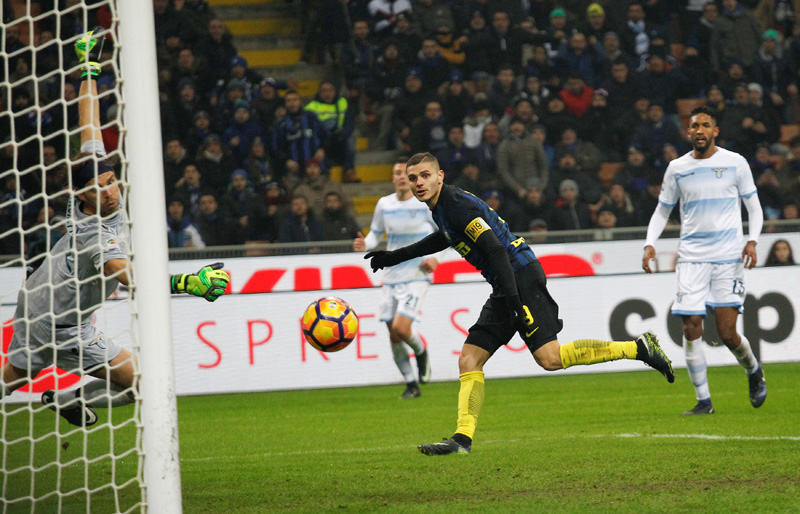 Inter Milan's Mauro Icardi scores against Lazio's goalkeeper Federico Marchetti. Photo: Reuters