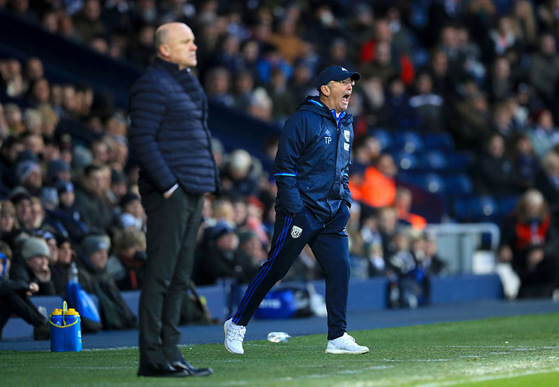 Hull City manager Mike Phelan (left) and West Bromwich Albion manager Tony Pulis give instructions from the touchline during their English Premier League football match at the The Hawthorns, West Bromwich, England, on Monday, January 2, 2017. Photo: Mike Egerton / PA via AP