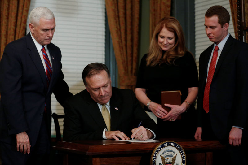 Mike Pompeo (second from right), flanked by his wife Susan Pompeo and their son Nick Pompeo (right), signs his affidavit of appointment after being sworn in as director of the Central Intelligence Agency (CIA) by US Vice President Mike Pence (left) in Pence's ceremonial office in the Eisenhower Executive Office Building at the White House in Washington, US on January 23, 2017. Photo: Reuters