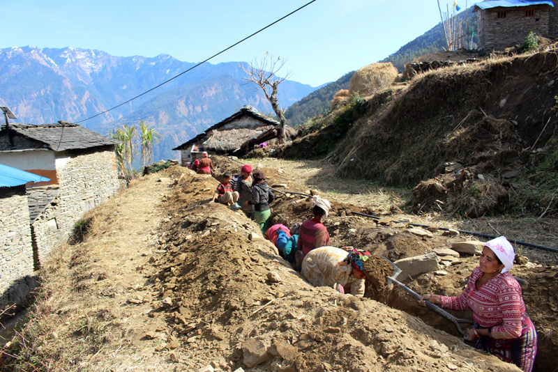 Locals of Takam VDC work to lay water pipelines in Myagdi district, on Monday, January 30, 2017. Photo: RSS