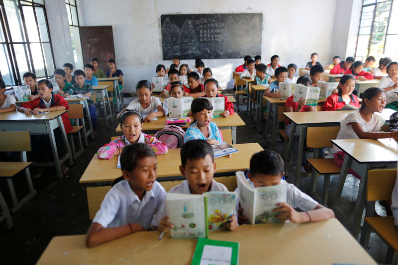 Students read books during a Chinese language lesson in a school at Namtit, Wa territory in northeast Myanmar on September 30, 2016. Photo: Reuiters