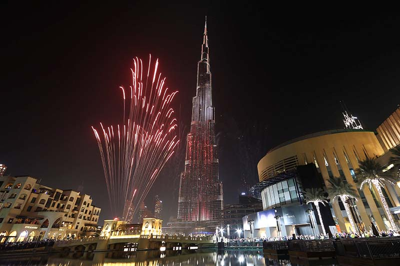 Fireworks explode around at the world's tallest building, Burj Khalifa, in Dubai during the New Year celebrations, UAE, on January 1, 2017. Photo: Reuters