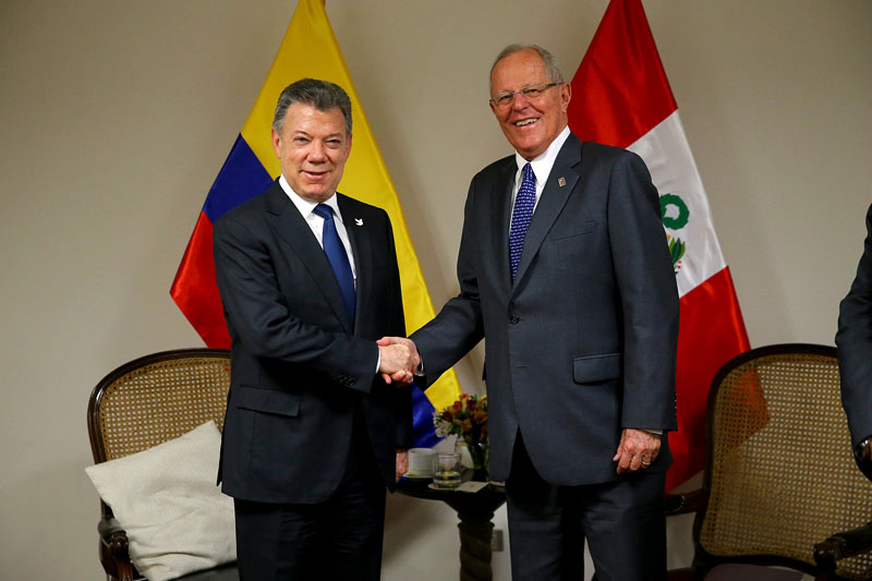 Peruvian President Pedro Pablo Kuczynski and his Colombian counterpart Juan Manuel Santos meet before the 3rd Binational Cabinet in Arequipa, Peru, on January 27, 2017. Photo: Courtesy of Peruvian Presidency via Reuters