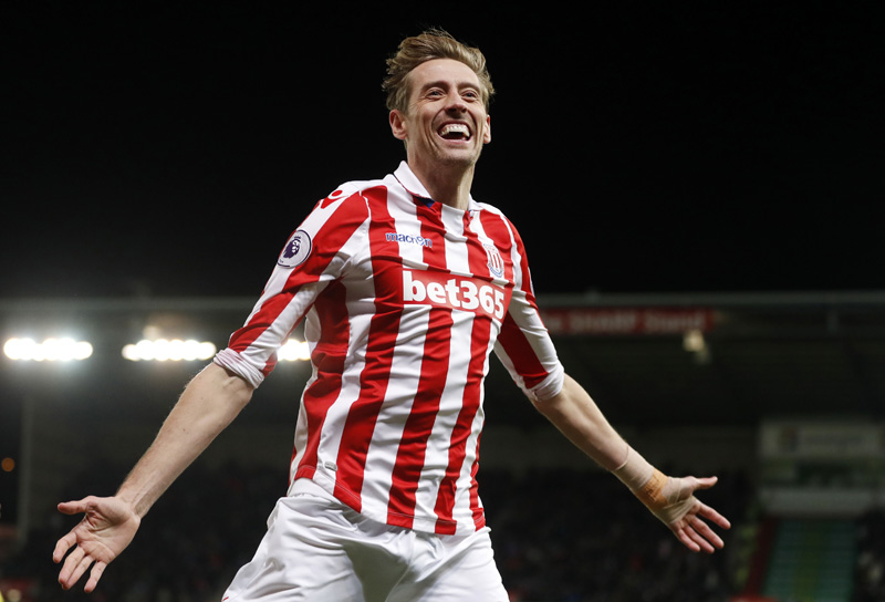 Stoke City's Peter Crouch celebrates scoring their second goal. Photo: Reuters