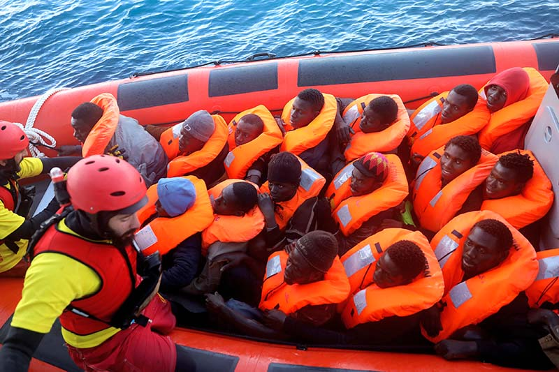 An overcrowded raft carrying 195 sub-Saharan migrants approaches the former fishing trawler Golfo Azzurro of the Spanish NGO Proactiva Open Arms during a rescue operation in the central Mediterranean Sea, 22 miles north of Libyan coastal city of Zuwarah, on January 27, 2017. Photo: Reuters