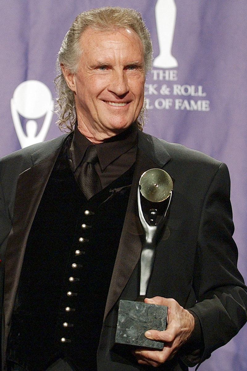 FILE - Bill Medley, one half of the famed Righteous Brothers signing duo, poses for photographers after being inducted into the Rock and Roll Hall of Fame in New York City, on March 10, 2003. Photo: AP
