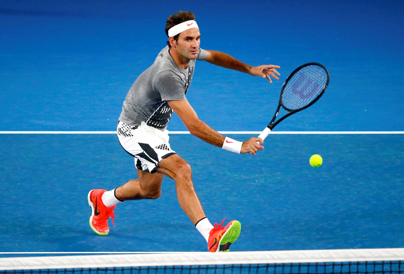 Switzerland's Roger Federer hits a shot during a training session ahead of the Australian Open tennis tournament in Melbourne, Australia, January 13, 2017. Photo: Reuters