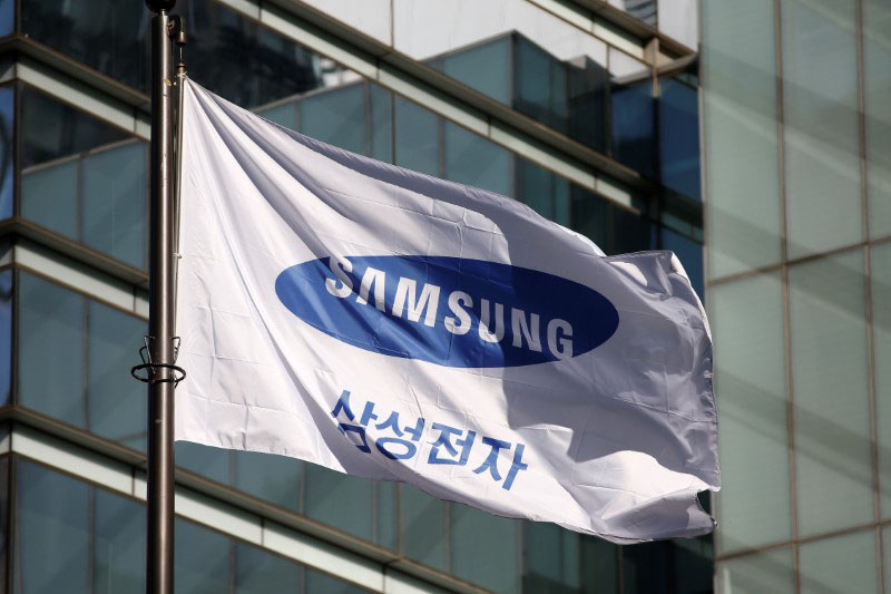 A flag bearing the logo of Samsung Electronics is pictured at its headquarters in Seoul, South Korea, on November 29, 2016. Photo: Reuters