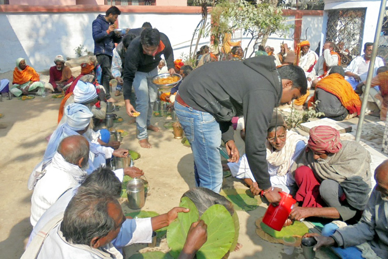 Volunteers of the Nepal Agrawal Assembly offer foods to sadhus on the occasion of Maghe Sankranti, in Rajbiraj of Saptari district, on Saturday, January 14, 2017. Photo: Byas Shankar Upadhaya