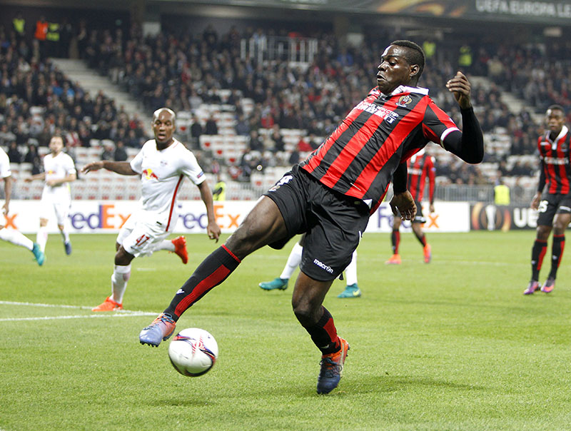 FILE - Nice's Mario Balotelli controls the ball during the Europa League group I soccer match between OGC Nice and FC Salzburg, at the Nice stadium, southeastern France, on Thursday, November 3, 2016. Photo: AP