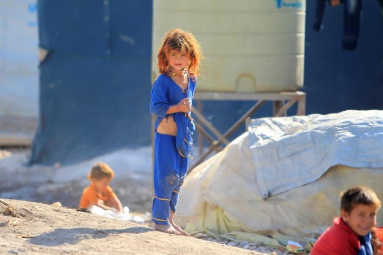 Syrian refugee children are seen at al-Rawda refugee camp in the Bekaa valley, Lebanon November 24, 2016. REUTERS/Ali Hashisho/Files