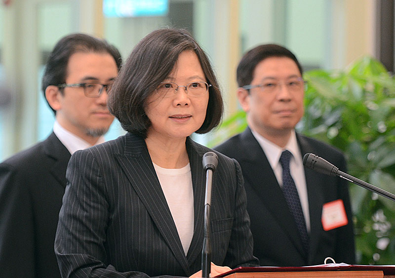 Taiwan's President Tsai Ing-wen delivers a speech before traveling to visit Central American allies including a US transit, at the Taoyuan International Airport in Taouyuan, Taiwan, on Saturday, January 7, 2017. Photo: Central News Agency via AP