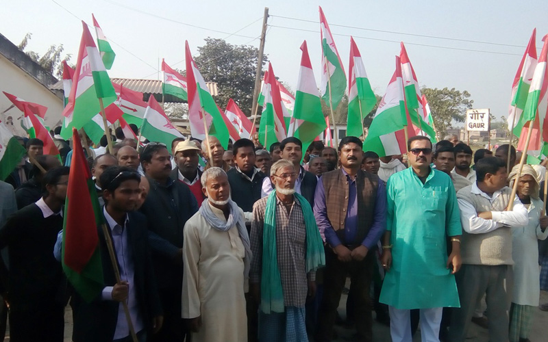 The cadres of United Democratic Madhesi Front (UDMF) organise a warning demonstration in Gaur of Rautahat district, on Monday, January 2, 2016. Photo: Prabhat Kumar Jha
