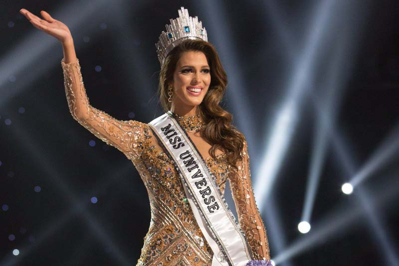 Winner of the Miss Universe pagaent Iris Mittenaere from France waves at the crowd after being crowned with the title in the 65th edition of Miss Universe held at Manila of Phillippines, on Monday, January 30, 2017. Photo: Miss Universe/Twitter