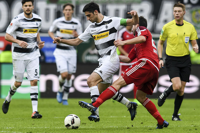 Gladbach's Lars Stindl (left) and Ingolstadt's Markus Suttner in action during the Bundesliga soccer match between FC Ingolstadt 04 and Borussia Moenchengladbach at the Audi Sportpark in Ingolstadt, Germany, on Sunday,  February 26 2017. Photo: Armin Weigel/dpa via AP