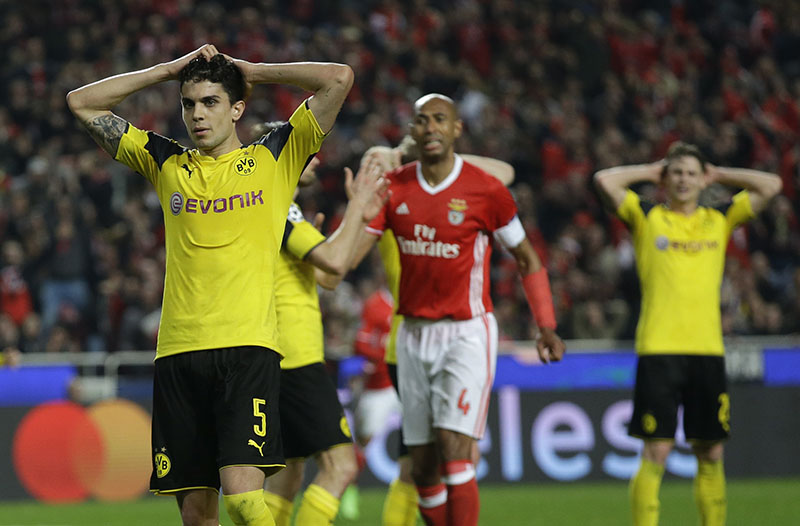Dortmund's Marc Bartra reacts during the Champions League round of 16, first leg, soccer match between Benfica and Borussia Dortmund at the Luz stadium in Lisbon, on Tuesday, February 14, 2017. Photo: AP