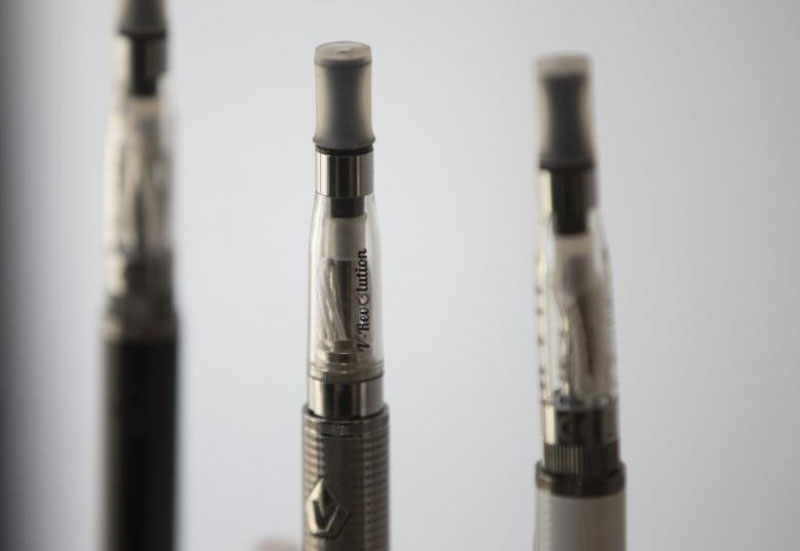 File - Electronic cigarettes are displayed in a shop in London, Britain, on August 19, 2015. Photo: Reuters