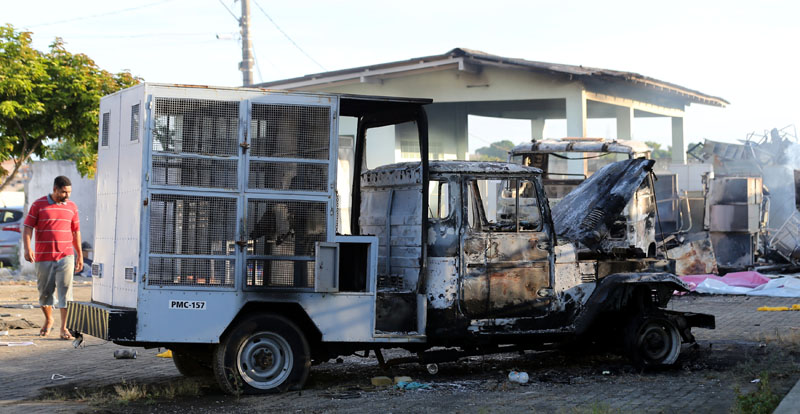 Burned vehicles are pictured at a veterinary centre in Cariacica, Espirito Santo, Brazil, on February 9, 2017. Neighbours say that people had entered the veterinary center to loot and burn objects. Photo: Reuters