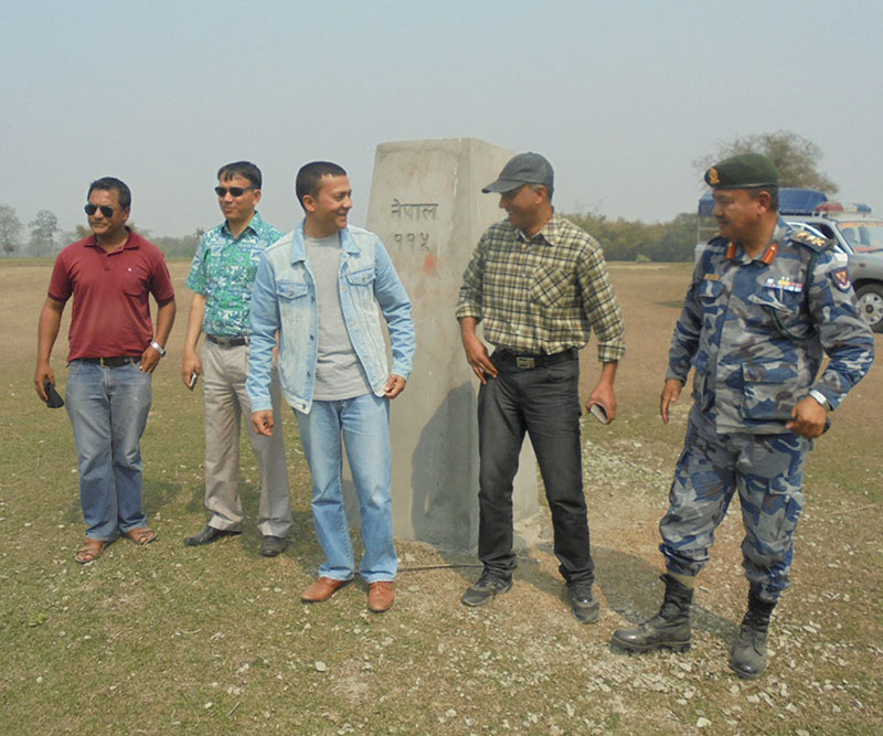 An inspection team led by Jhapa Chief District Officer Uttam Kumar Khatri observe no man's land in Nepal-India border, on Tuesday, February 28, 2017. Photo: RSS