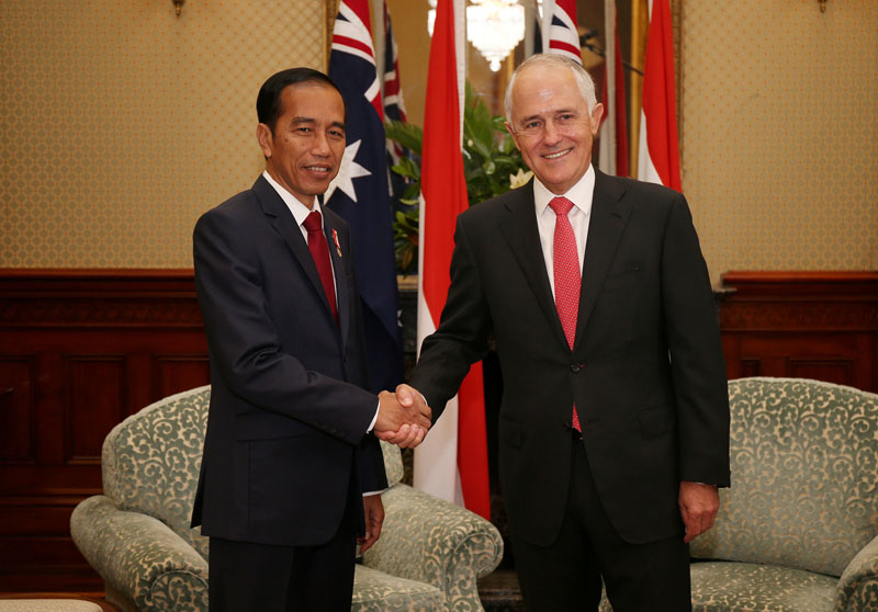 Indonesian President Joko Widodo (left) shakes hands with Australian Prime Minister Malcolm Turnbull at Admiralty House in Sydney, Australia, on February 26, 2017. Photo: Reuters