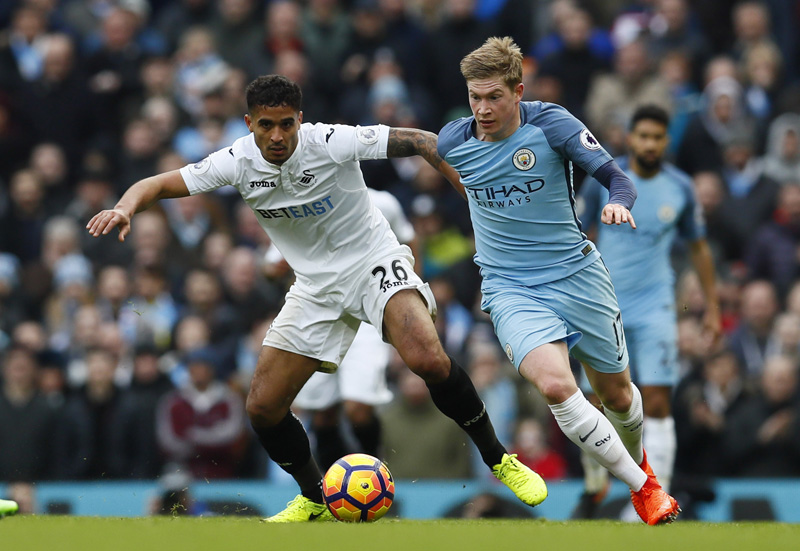 Swansea City's Kyle Naughton in action with Manchester City's Kevin De Bruyne. Photo: Reuters