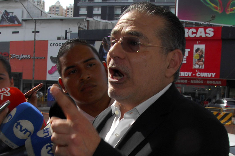 Ramon Fonseca, founding partner of law firm Mossack Fonseca, gestures as he talks to the media as he arrives at the Public Ministry office for the Odebrecht corruption case in Panama City, Panama, on February 9, 2017. Photo: Reuters