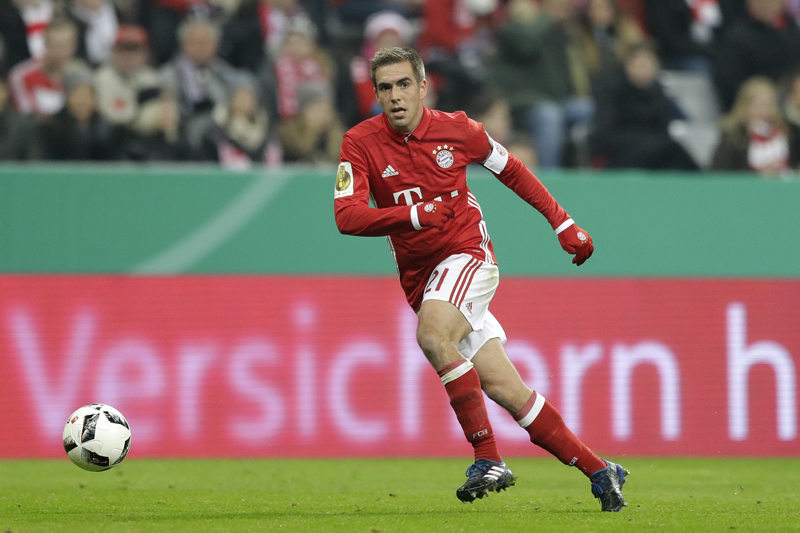 Bayern's Philipp Lahm controls the ball during the German Soccer Cup match between FC Bayern Munich and VfL Wolfsburg at the Allianz Arena stadium in Munich, Germany, Tuesday, Feb. 7, 2017. Photo: AP