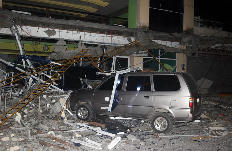 Debris from a building of Surigao State College and Technology is seen on a car after an earthquake hit Surigao city, southern Philippines February 10, 2017. Photo: Reuters