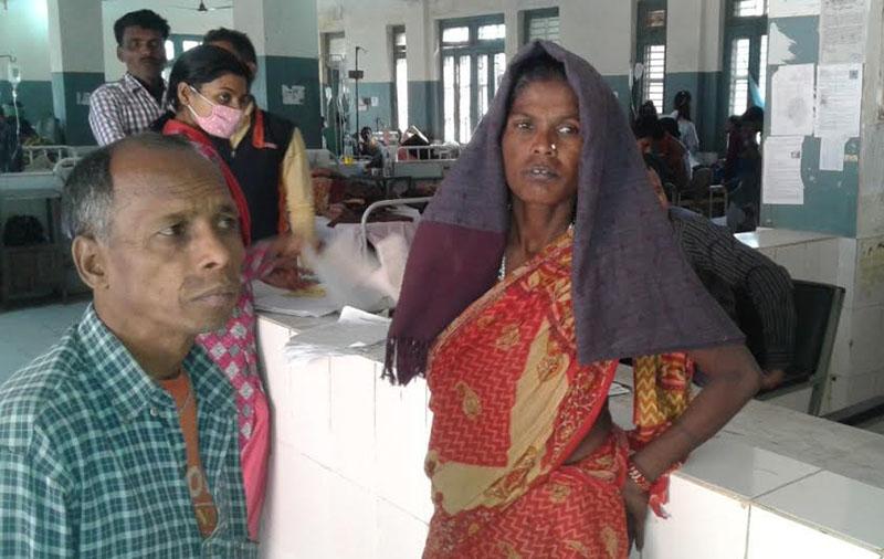 Raj Kumari Sada of Kanchanrup Municipality and her husband, who had reached Gajendranarayan Singh Sagarmatha Zonal Hospital for treatment after a dog bit her, in Saptari, on Sunday, February 26, 2017. Photo: THT