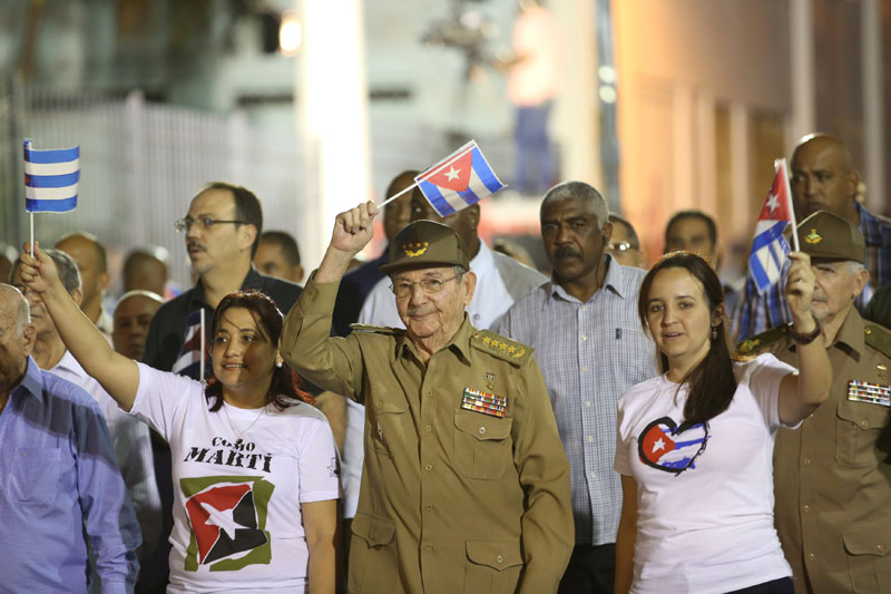 Cuba's President Raul Castro (centre) takes part in a march ito celebrate the 164th birth anniversary of Cuba's independence hero Jose Marti in Havana, Cuba, on January 27, 2017. Photo: Reuters