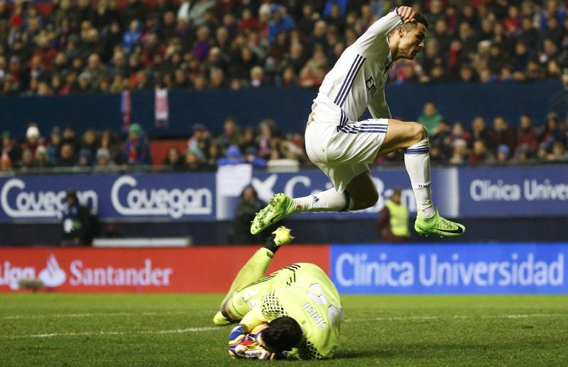 Real Madrid's Cristiano Ronaldo and Osasuna's goalkeeper Salvatore Sirigu in action. Photo: Reuters